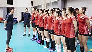 见证凌晨四点的北京 中国女排抵达日本冲刺世锦赛