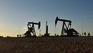【天下头条】美油暴跌7%至一年低点进入熊市 英国和欧盟就脱欧协议草案达成一致